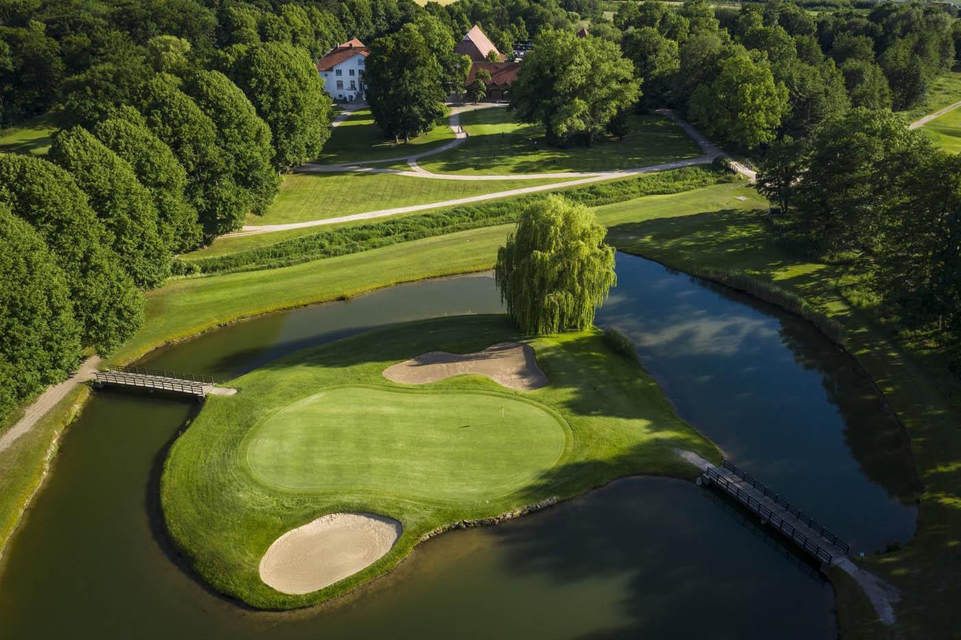 Topansicht auf den Golfplatz